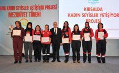 Eğitimlerini Birincilikle Tamamlayan Kadın Seyislere Belgeleri Verildi