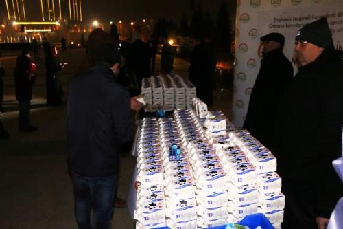 Mevlit Kandilinde Camilerde Süt Dağıtıldı