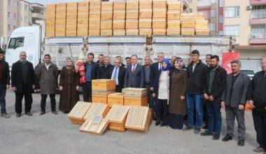 Arı yetiştiricilerine kovan dağıtıldı