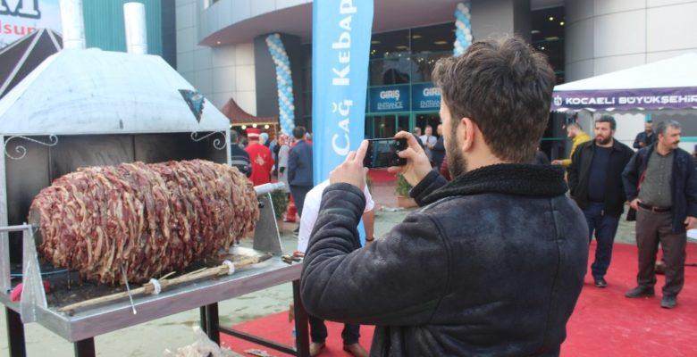 Erzurumlular 650 kiloluk cağ kebabı ile Kocaeli'de rekor kırdı