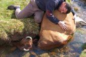 Rizeli çoban derede boğularak ölen ineğine böyle sarıldı