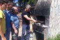 Süs tavuğu besleyen dernek 1. Yılını mangalda tavuk kanat yaparak kutladı