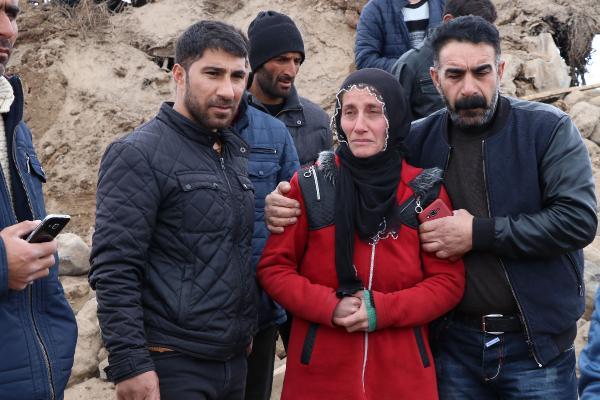 5.9'luk depremde evi yıkıldı, eşi ve 3 çocuğunu kaybetti