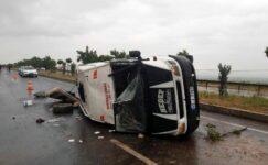 Manisa'da, tarım işçilerinin minibüsü devrildi: 15 yaralı