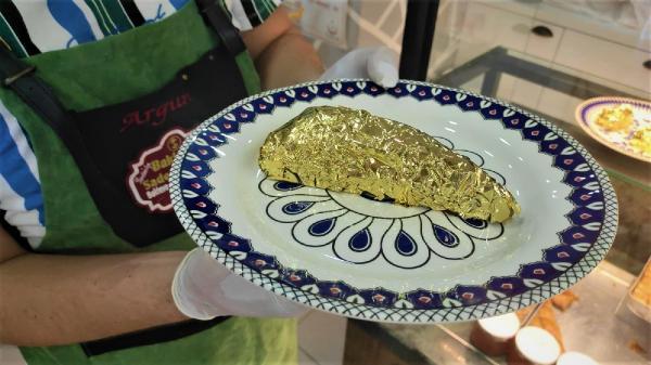 24 ayar altın kaplamalı baklava yaptı, dilimini 550 liradan satıyor