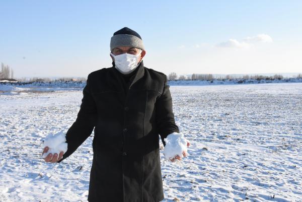 Kar yağışı kuraklık endişesi taşıyan çiftçiye 'cansuyu' oldu