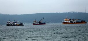 İstanbul Boğazı'nda kıyıya yakın avlanılan tekneler, olta balıkçılarını isyan ettirdi